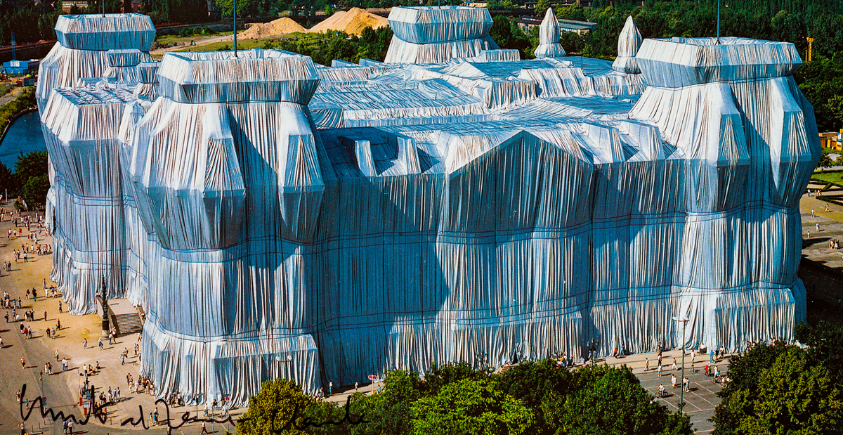 CHRISTO & JEANNE-CLAUDE (1935) - Wrapped Reichstag