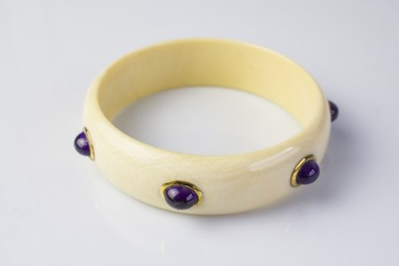 Bracciale bangle in avorio e ametiste. . . Bracciale bangle in avorio con...