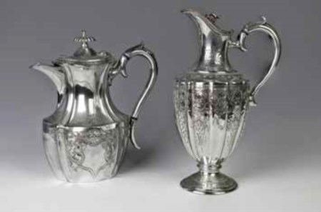 Lotto composto da: - Teiera in silverplate, Glasgow, fine del XIX secolo,...
