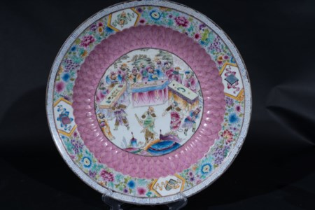 Arte Cinese  A large famille rose porcelain dish China, Qing dynasty, 19th century .