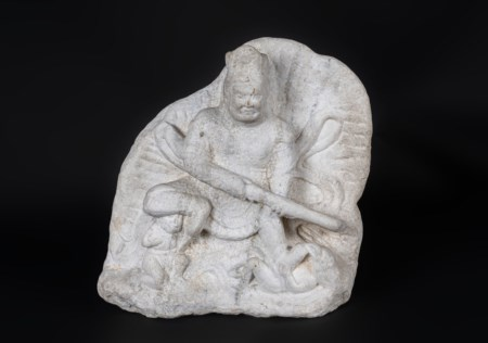 Arte Cinese  A white marble fragment decorated with a Lokapala in relief China, Tang dynasty (?) .