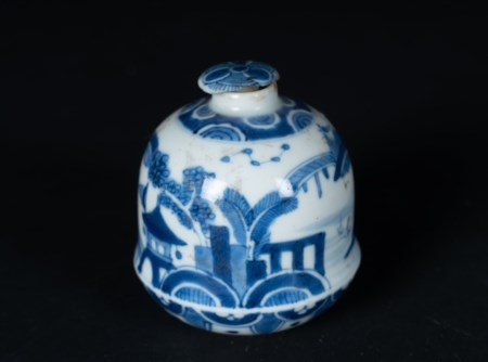 Arte Cinese  A blue and white porcelain vase painted with landscapeChina, Qing dynasty, Kangxi period.
