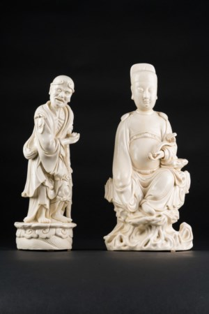 Arte Cinese  Two dehua porcelain figures, both bearing an incised mark at the backChina, Qing dynasty, 19th century .