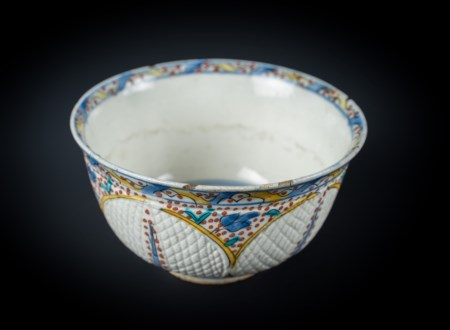 Arte Islamica  A Kutahya pottery bowl Ottoman Turkey, 18th century .