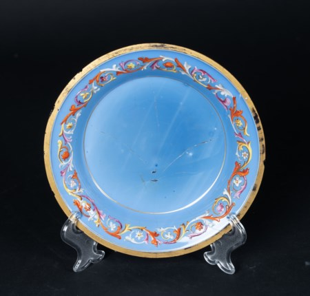 Arte Islamica  A glass dish with floral decoration Europe for the Turkish market, 19th century .