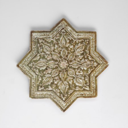 Arte Islamica  An lkhanid or later star lustre tile .