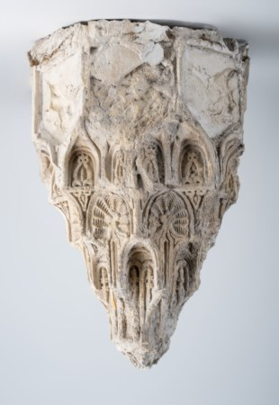Arte Islamica  Fragment of a plaster muqarnas Possibly Nasrid Spain, 15th century .
