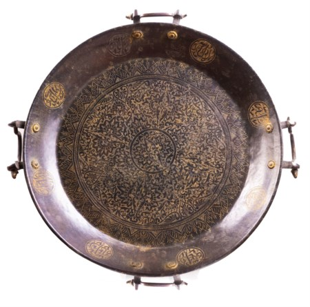 Arte Islamica  A large bronze tray engraved with inscriptions and floral motifs Levant, early 20th century .