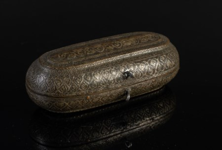Arte Islamica  A copper, brass and silver oval metal box Southern India, Thanjavur, early 18th century .