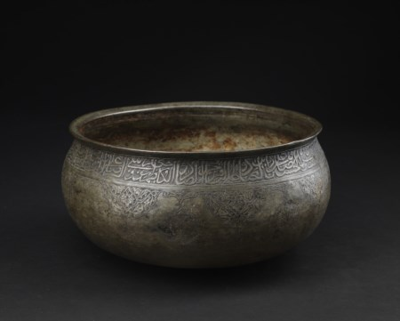 Arte Islamica  A Timurid or early Safavid tinned copper bowl Persia, late 15th century .