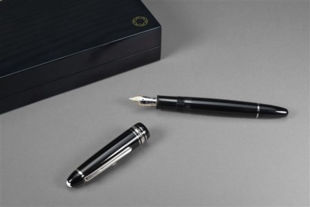 "MONTBLANC Penna stilografica ""35 years of AMG"" con scatola originale"