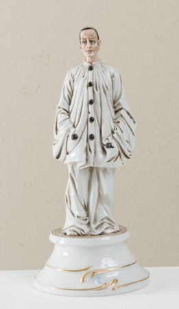 "PORCELLANA CAPODIMONTE, 1846. ""Pierrot"", figura in porcellana. Reca alla base..."