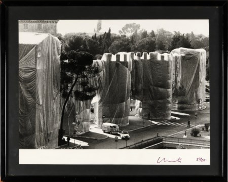 CHRISTO Wrapped Roman Wall, Porta Pinciana, Roma .